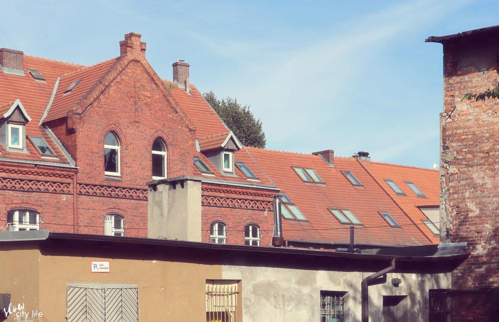 dziennikarska ulica slow miejsce dachy